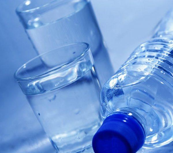 Dùng nước uống đóng bình có thật sự tốt đối với sức khỏe - ảnh 2