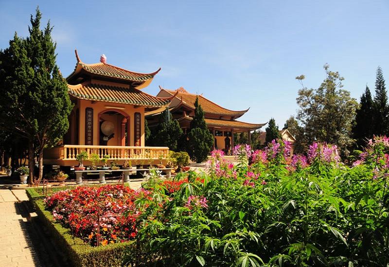 Du lịch Đà Lạt tĩnh tâm với thiên nhiên tươi mát tại Thiền viện Trúc Lâm - ảnh 2