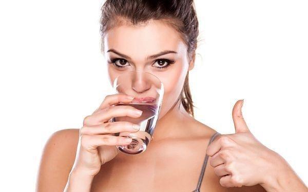 Dùng nước thế nào nhằm giảm cân và làm đẹp da hiệu quả? - ảnh 1