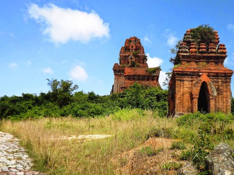 Một số ngọn tháp Chăm bí ẩn hấp dẫn khách du lịch miền Trung - ảnh 2